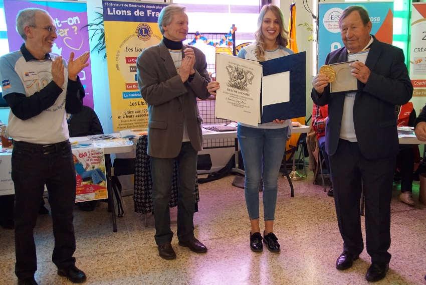 Guy ROUX reçoit les honneurs du Comité départemental de la Ligue contre le cancer