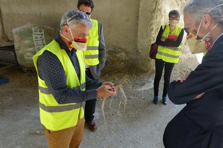 Le préfet visite le site de production de GEOCHANVRE : la découpe laser importée d'Italie est enfin opérationnelle…