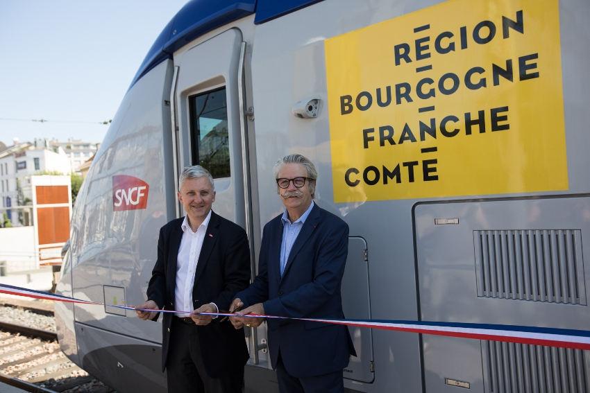 Le TER Régiolis arbore les couleurs de la Bourgogne Franche-Comté et de la nouvelle marque MOBIGO BFC