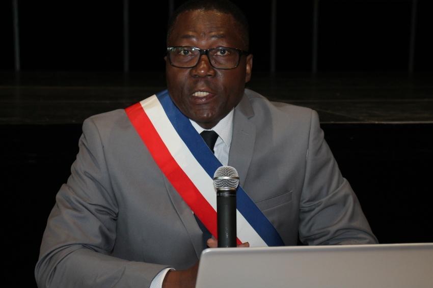 19 voix l'installent dans le fauteuil de maire : Magloire SIOPATHIS revêt l'écharpe tricolore à APPOIGNY…