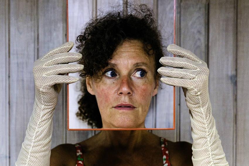 La souffrance silencieuse des saltimbanques : les intermittents du spectacle sont entre cigales et fourmis !