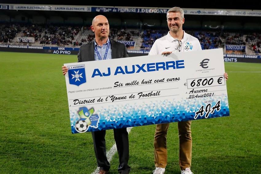 Le club auxerrois soutient le District de l'Yonne : généreuse vente aux enchères à l'AJA !