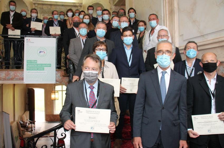 Trente-neuf sur les marches de la préfecture : les lauréats du programme « Industrie du futur » soutenus par l'Etat