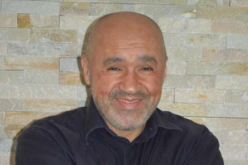 Il publie son premier livre : Mustapha BOUKTAB, l'osmose parfaite entre ce qu'écrit la main et ce que dicte l'âme…