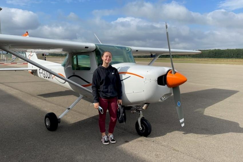 A 16 ans, elle pilote seule un avion : Selya LEGENDRE veut vivre le mythe d'Icare à Mach 3 !
