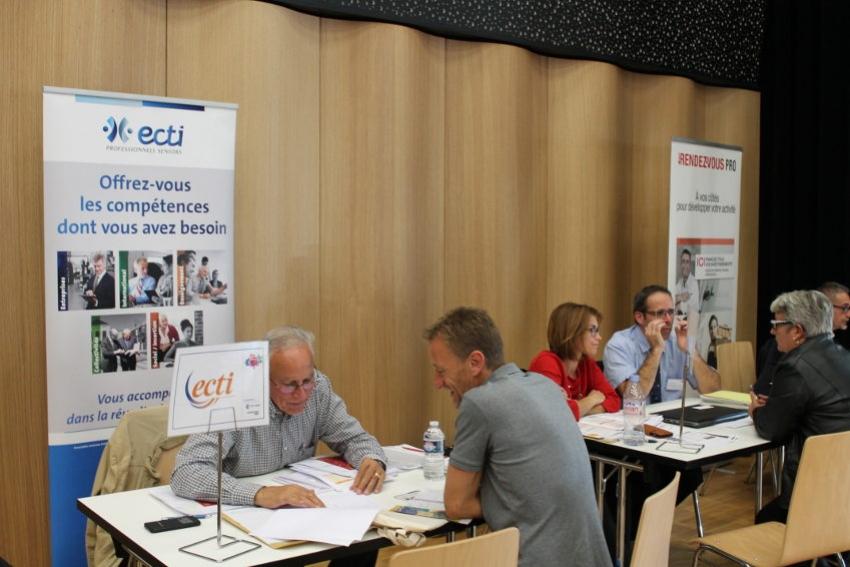 Les créateurs/repreneurs d'entreprises à l'écoute de « Monte ta Boîte », concept initié par la CCI de l'Yonne