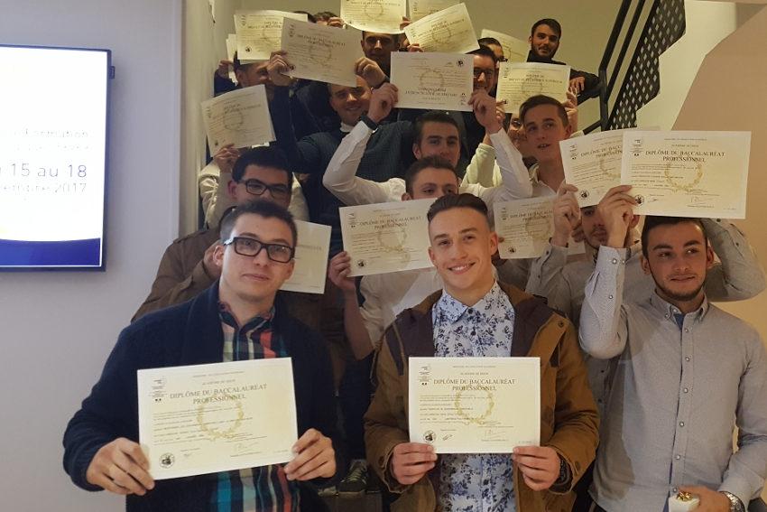 300 jeunes alternants reçoivent leurs diplômes au Pôle Formation des Industries technologiques 58/89