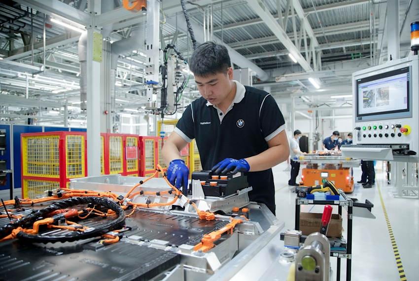 Afin d'en doter ses modèles, BMW accroît la fabrication de batteries haute tension en Chine