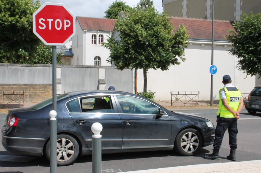 La chasse au téléphone portable au volant est ouverte : une infraction répréhensible d'une amende de 135 euros