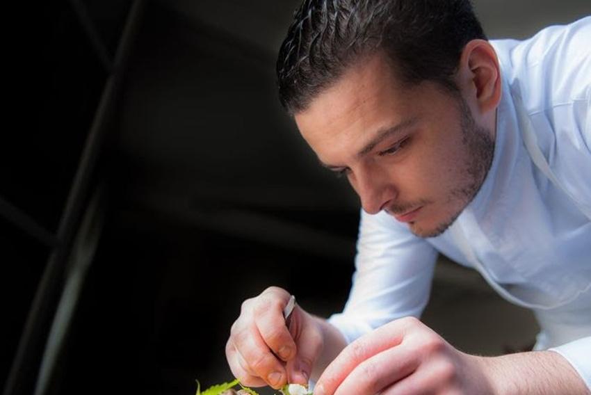 Le MICHELIN 2018 attribue sa première étoile à Maxime LAURENSON (LOISEAU RIVE GAUCHE) pour sa dextérité culinaire…