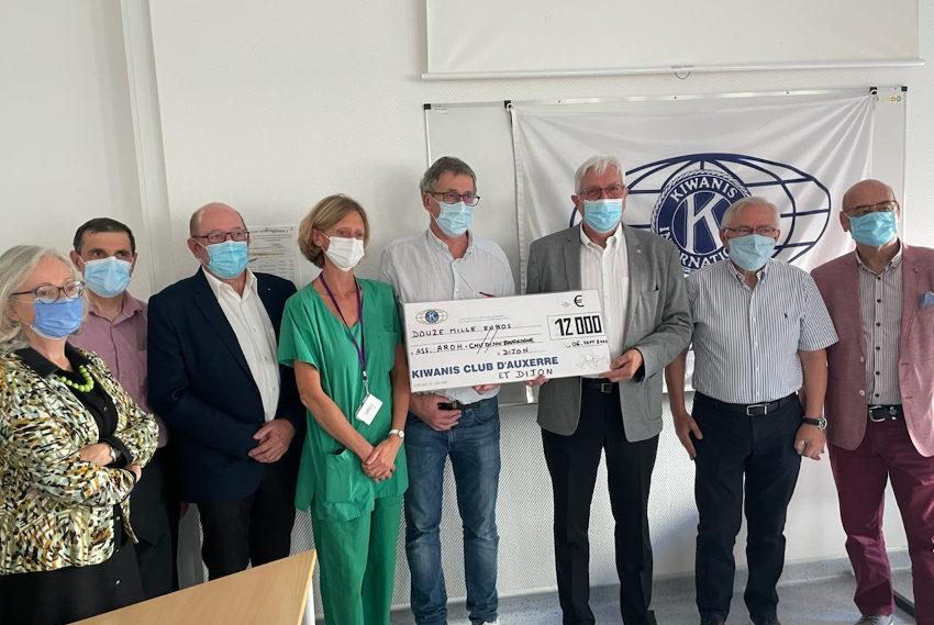 Le KIWANIS Club d'Auxerre remet 12 000 euros au service hématologie du CHU de Dijon : pour que vive l'espérance