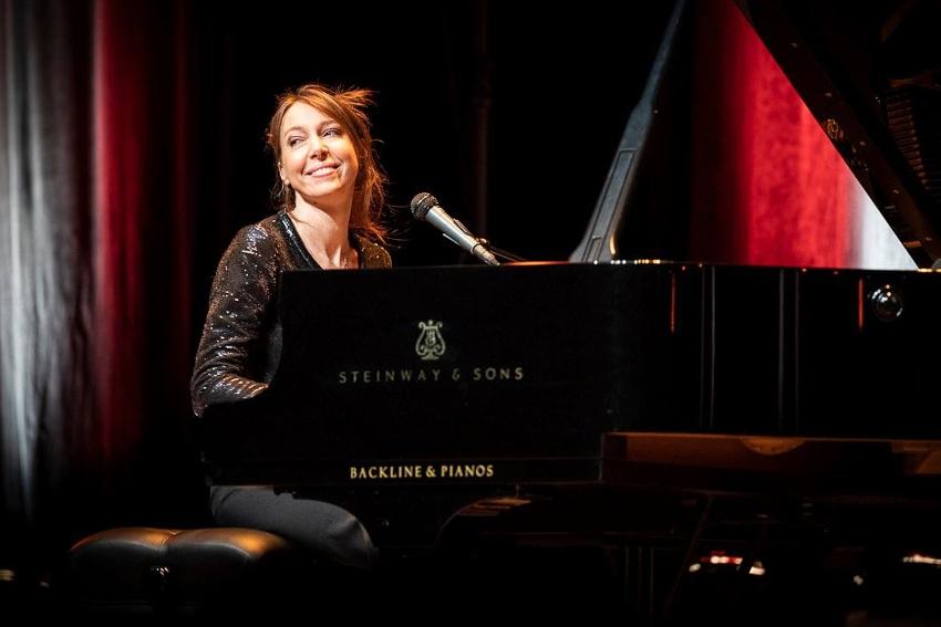 La justesse des mots mise en musique : Jeanne CHERHAL enchantera bientôt le public du festival Parole et Parole(s)