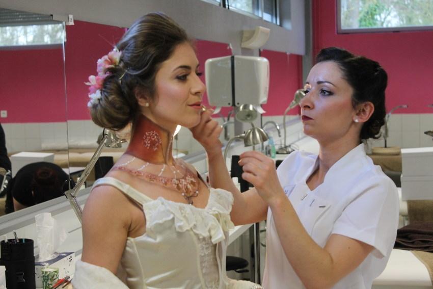 Les jeunes esthéticiennes laissent libre cours à leur créativité lors de la sélection régionale des Meilleurs ouvriers de France