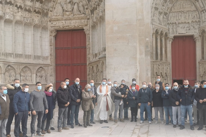 Ils assurent la protection de la messe de la Toussaint : le geste fort en symboles des musulmans d'Auxerre