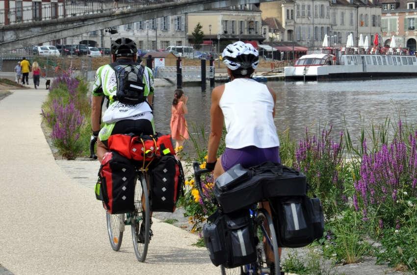 Le bonheur de vivre se réapproprie à bicyclette : des balades à vélo pour découvrir les beautés de l'Auxerrois