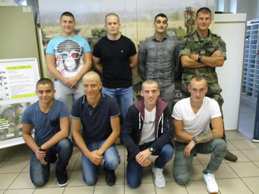 Huit jeunes recrues interpellées par les métiers de l'Armée de terre dans l'Yonne