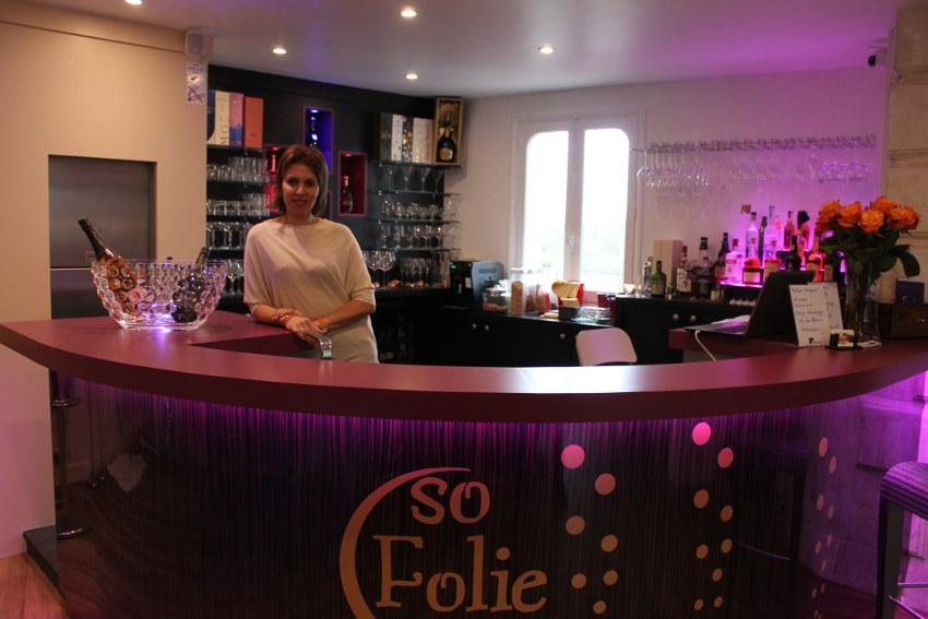 Les épicuriens peuvent s'approprier un cadre idyllique pour déguster les champagnes et les vins fins : le SO FOLIE