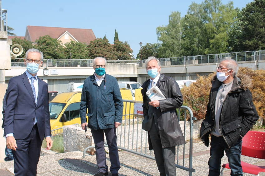 Les officiels visitent le marché de l'Arquebuse : les conditions sont réunies pour la reprise des activités