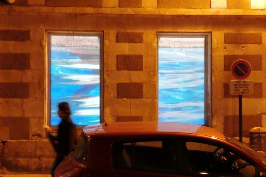 Son œuvre se dévoile sur la façade d'Hors Cadre : l'eau source d'inspiration de la fascinante Chia-wen TSAI