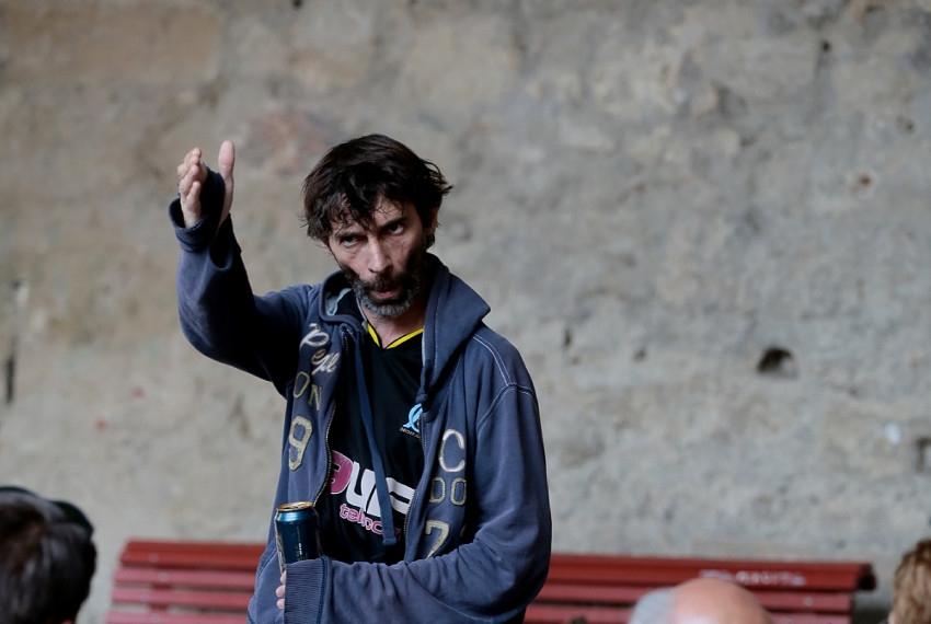 « L'homme seul » se joue au théâtre d'Auxerre : d'un simple faux pas aux abîmes de l'enfer…