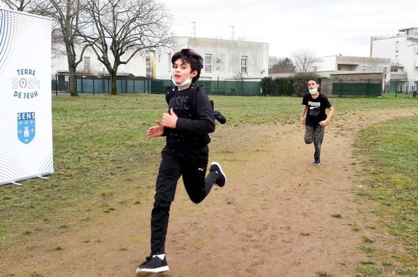 De la graine de champions : les scolaires de Sens se dépensent enthousiastes sur le marathon coopératif