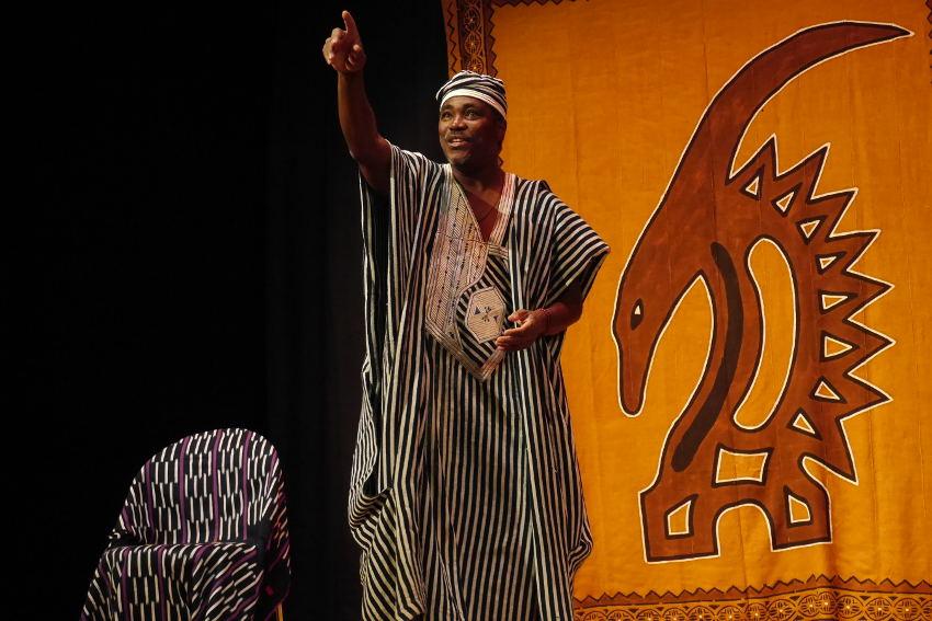Innocent YAPI au service de l'expression orale dans le cadre d'un festival : le « conte » est bon !