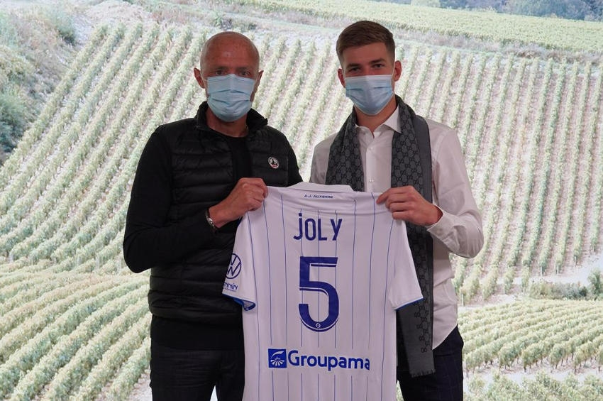 Le rêve se mue en douce réalité pour Paul JOLY : le néo-pro s'engage pour trois ans à l'AJ Auxerre